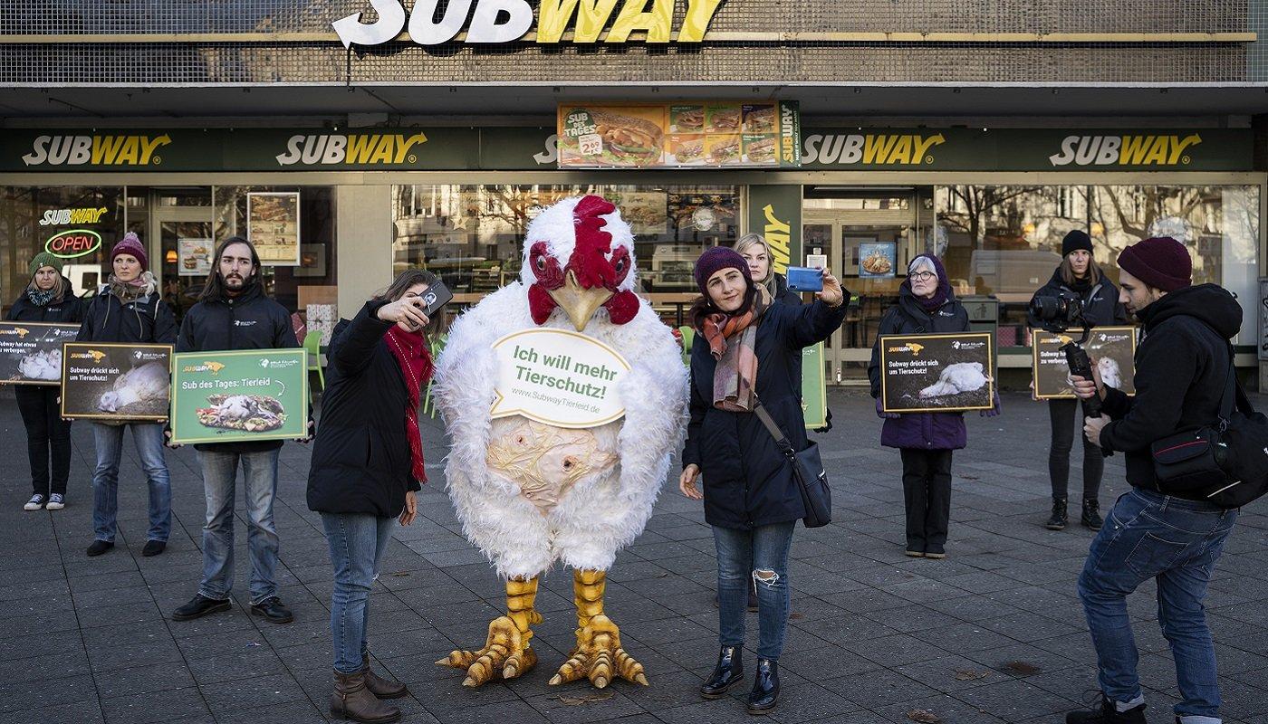 Protest vor Subway-Filiale in Berlin.