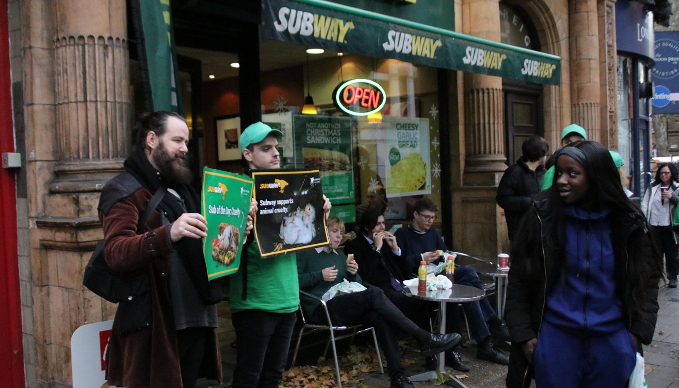 Protest vor Subway-Filiale in Großbritannien.