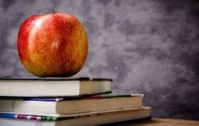 Apfel und Bücher: Vegan studieren