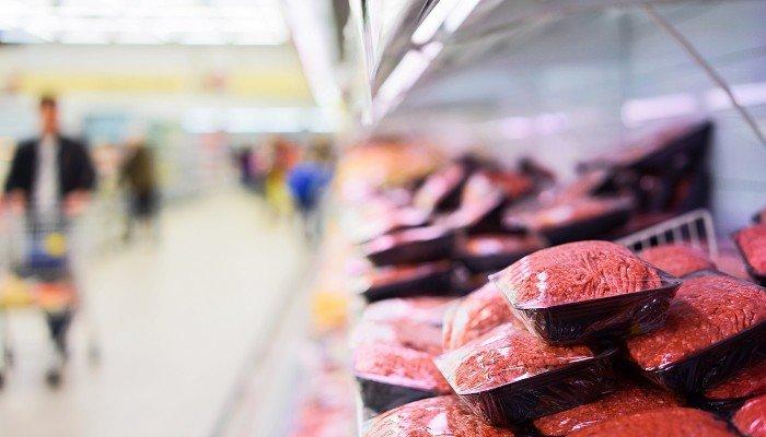 Fleisch im Supermarkt.