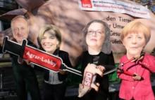 Ferkelkastration vor der SPD-Parteizentrale