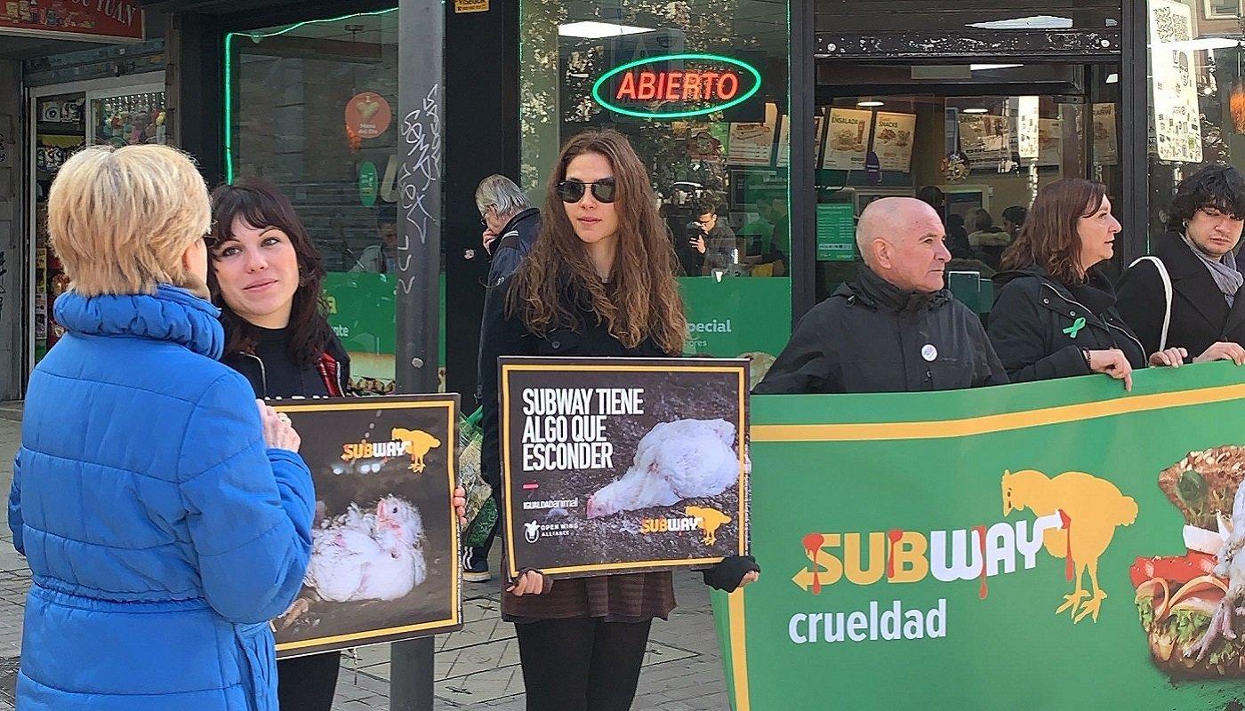 Protest vor Subway-Filiale in Madrid.