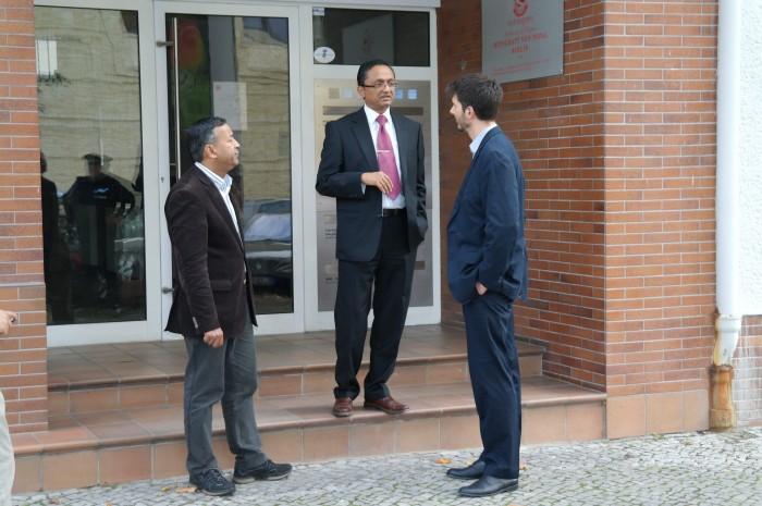 Der Botschaftsrat von Nepal und Mahi Klosterhalfen im Gespräch