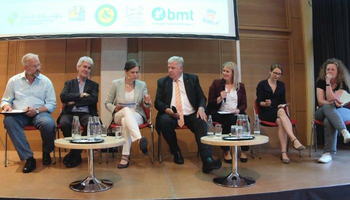 Teilnehmer der Podiumsdiskussion zum Tierschutz