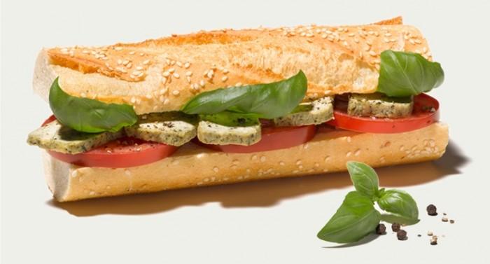 Veganes Tofu-Baguette mit Tomaten von Le Crobag