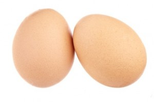 Zwei Hühnereier freigestellt