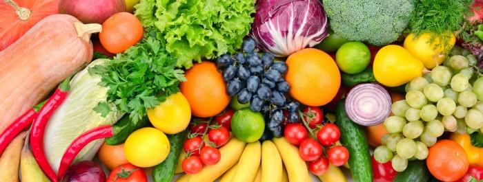 Gesund vegan mit frischem Obst und Gemüse